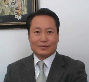 キム教会長(上半身)